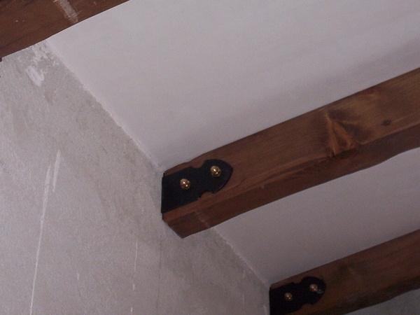 Finte Travi In Legno Per Soffitto : Travi per soffitto. excellent travi in legno massello o lamellari a