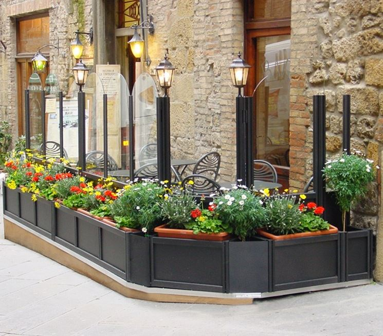 Come scegliere le fioriere per esterno scelta dei vasi for Piante per ingresso esterno