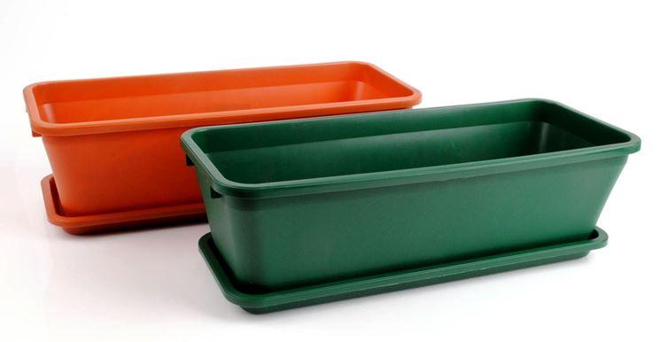 Classici vasi in plastica da terrazzo